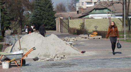 Велогонки на тротуарах, звірі в ремонті та ремонт капремонту центрального парку в Кам'янському