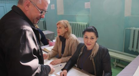Каменчане с самого утра пошли голосовать