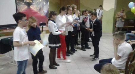 Вкрадені туї, змагання збирачів кубика Рубіка та концерт майстра фортепіано в Кам'янському
