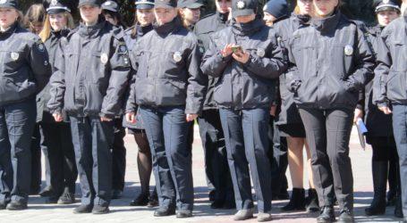 Поліцейський парад, шпигунські пристрасті, успіхи та навчання громадських активістів у Камянському