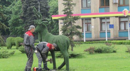Повернення оленя та ведмедя, покладання квітів та перевірка реакції на сирену в Кам'янському