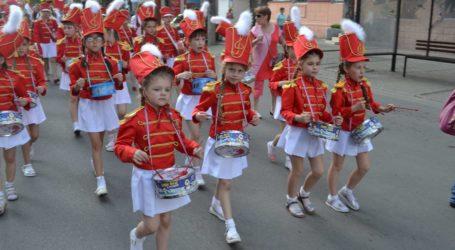 Ігри з вогнем, майстер клас від президента, День Європи та вуличне дефіле театрів у Кам'янському