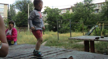 Серіали Кам'янського: продовження інциденту зі знесеним дитячим майданчиком і зачароване джерело