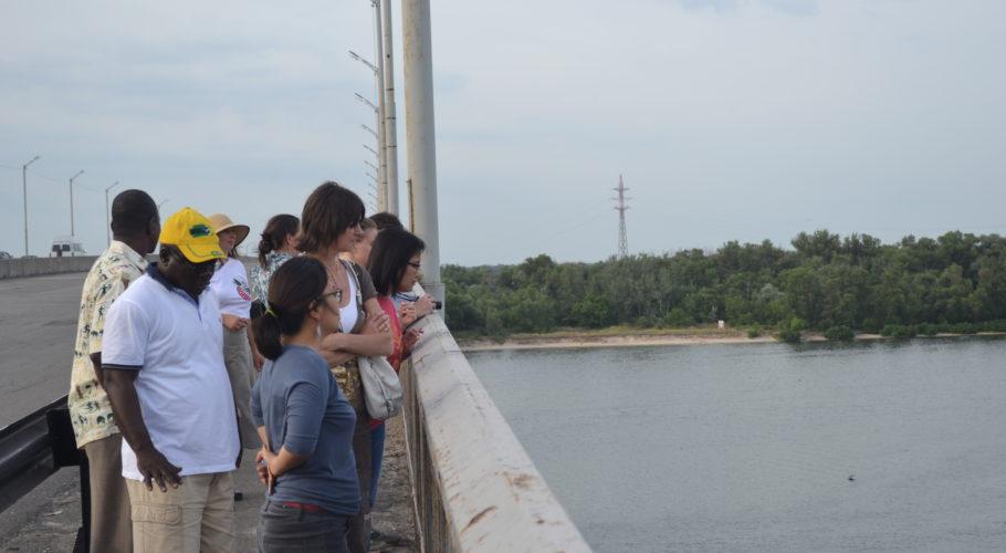 Міжнародні експерти з екологічних інвестицій не витримали екскурсії по Кам'янському