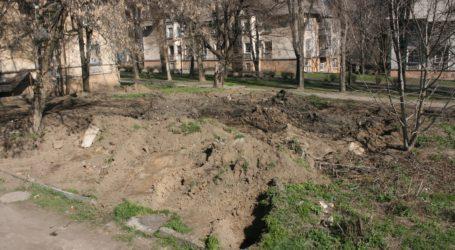 Чому в Кам'янському не візьмуть та не позасипають отих ям від погребів?