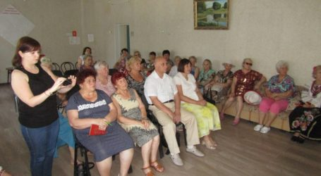 Як протидіяти шахраям — вчились у «Школі виживання» пенсіонери Кам'янського