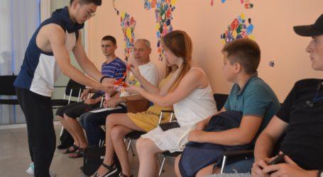 Уроки англійської з китайцем для молодих у Кам'янському