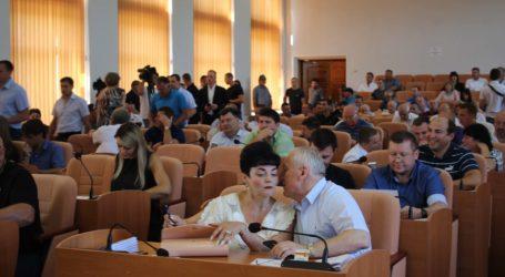 Швидка сесія міськради Кам'янського: нові КП та таємнича земельна ділянка в центрі міста
