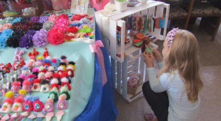 Виставка прикрас та лялькового одягу ручної роботи відкрилась в Кам'янському