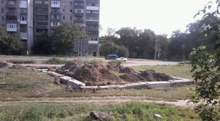 Таємнича самозабудова біля міського управління поліції Кам'янського