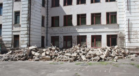 Кто виновен в крушении части фасада школы №20 в Каменском? (ДОПОЛНЕНО)