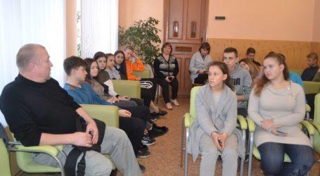Як не стати жертвою секти чи містичного культу, вчились школярі Кам'янського в «Школі виживання»