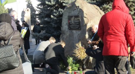 Пам'ять про жертви Голодомору вшанували люди в Кам'янському