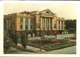 Як радянський палац культури перетворився на нову театральну сцену в Камянському