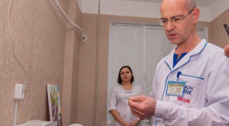 В Каменскую больницу №9 передали новое медоборудование для диагностики и лечения рака