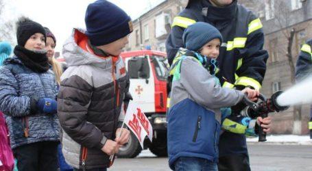 Рятувальники в Кам'янському отримали захисний одяг від мешканців міста