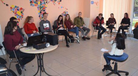 Будувати плани на 5 років вчились молоді люди в молодіжному хабі Кам'янського