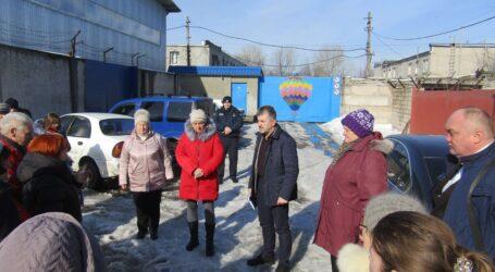 Керівництво департаменту екології Кам'янського не пустили на територію лакофарбового виробництва ТОВ «Поліколор»