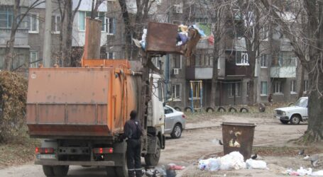 Про пісок, забруднення поверхневих вод та старі сміттєвози в Кам'янському