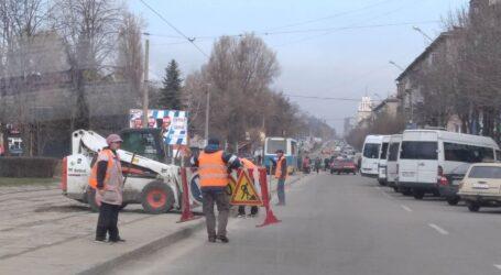 Робоча зустріч вуличкомів, проблемні території та прибирання вчорашніх барханів в Кам'янському