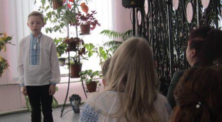 Поетичні читання та дитячі переживання в Кам'янському