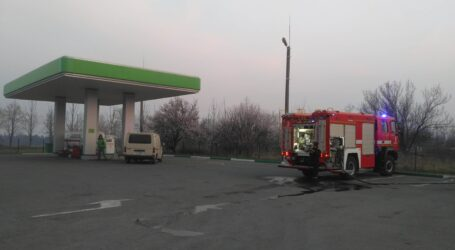 У Кам'янському підпалювачі бур'яну ледь не спалили заправку UPG (+ фоторепортаж)