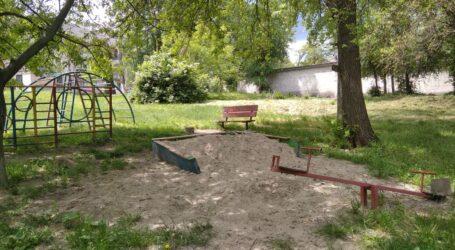 Ремонтувати лавки та гойдалки біля будинків збирається міська рада Кам'янського