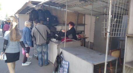 Базари Кам'янського потроху оживають в умовах карантину і готуються до одиночних протестів