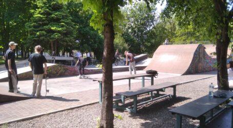 Перший день послаблення карантину в Кам'янському: купелі в парку, мопед-«винищувач» та пропозиція з Одеси щодо озеленення