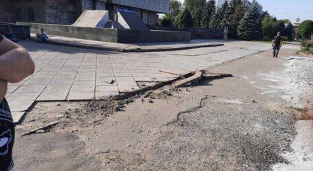 Нові технології дорожнього ремонту та галас навколо нової зупинки в Кам'янському