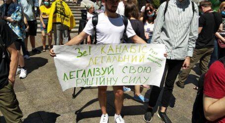 Права використовувати медичні препарати з конопель вимагають українці