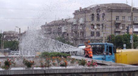 Генеральне прибирання фонтанів, подорож до джерел Кам'янського та привітання від рятувальників  у родинний день