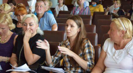 Проблеми ОСББ в Кам'янському: стосунки з комунальними монополістами та прибирання територій