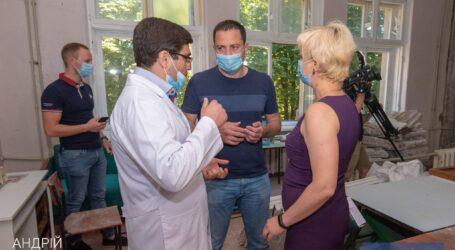 Комфортные условия для врачей и пациентов: в больницах Каменского продолжаются капитальные ремонты