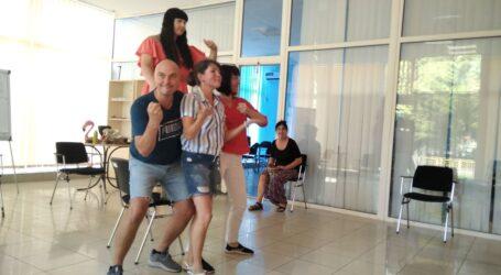 Проживати чужі життєві історії вчились на репетиції плейбек-театру мешканці Кам'янського