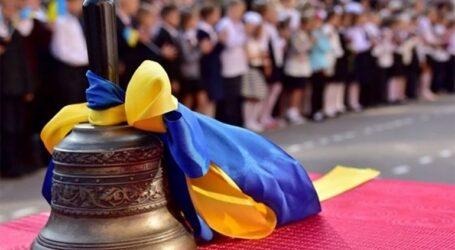 Початок навчального року в Кам'янському: бадьорі педагоги та карантинні обмеження