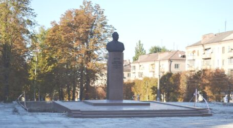 Бюст Брежнєва в Кам'янському перенесуть трохи північніше