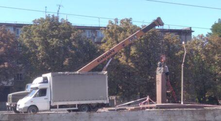 Спроба переселити бюст Брежнєва в Кам'янському: генсек засів міцно