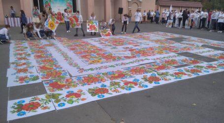 «Петриківський дивоцвіт-2020»: найбільша в Україні площина петриківського розпису