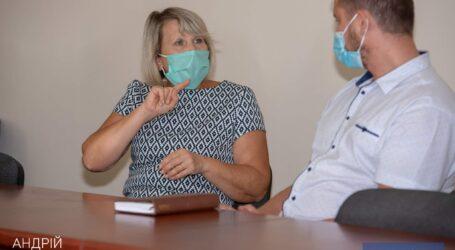 В Каменском внедряют инклюзивную услугу для людей с нарушением слуха