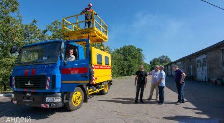 В трамвайном депо Каменского презентовали новый автомобиль для ремонта контактной сети