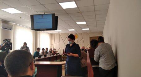 Міськвиконком Кам'янського: нові опалювальні тарифи та нові міські нагороди (виправлено)