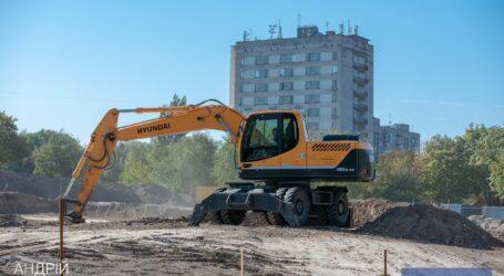 В Каменском продолжается строительство ледовой арены