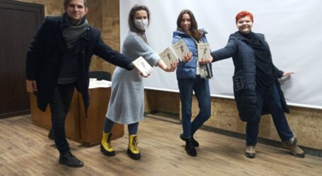 З першим українським підручником з самоідентифікації познайомились мешканці Кам'янського