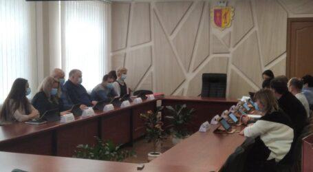 Новообрані члени міськвиконкому Кам'янського вчились керувати містом