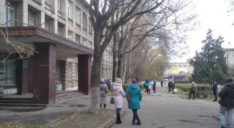 Режим навчання в школах регулює адміністрація закладу, нагадали посадовці в Кам'янському