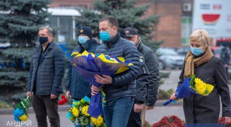 У Кам'янському відбулася церемонія покладання квітів з нагоди Дня Гідності та Свободи
