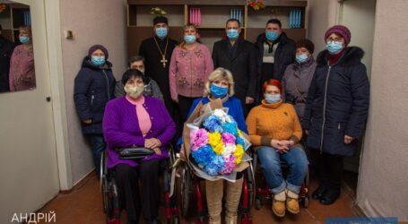 Мэр Каменского поздравил городское общество людей с инвалидностью «Лелека»