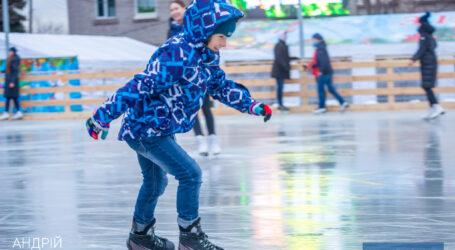 Студенти Кам'янського тиждень зможуть безкоштовно кататися на льодовій ковзанці