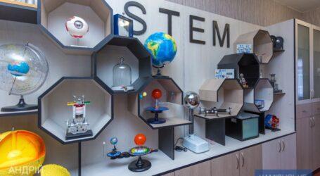 Школи Дніпропетровщини отримують нове обладнання для кабінетів та STEM-лабораторій
